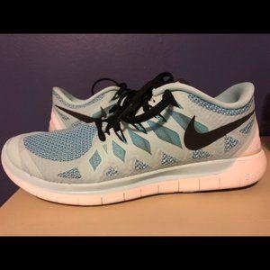 Woman's Nike Free Run Sneakers